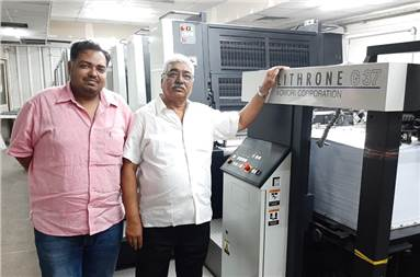 (l-r) Sachin Jain and Pramod Kumar Jain of Deep Trading with the newly installed Komori GL437