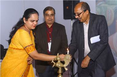 (L-r) Dr Sheetal Gupta of FSSAI, Dr R Rangaprasad of Packaging 360, and Ashraf Chitalwala of Zarhak Steel