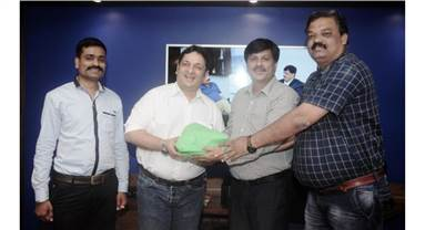 Ravindra Joshi (second from right), vice president for West, All India Federation of Master Printers