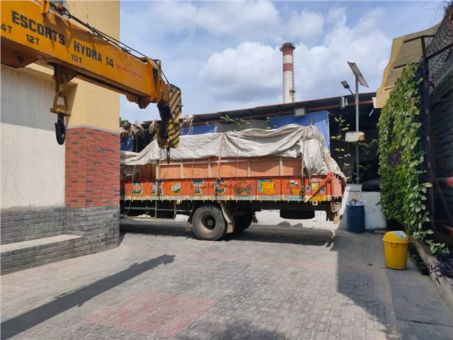 The six metric-tonne Bindwel Freedom 4K, arrives at Arihant's plant in Meerut after travelling for seven days from Bengaluru. The truck parked inside the Arihant Factory in Meerut. The hoisting was done using Escorts Hydra 12.5 MT crane