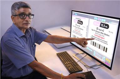 Rajesh Nema, executive director, Pragati Graphics demonstrates the Guardian OLP offline proofing and inspection system