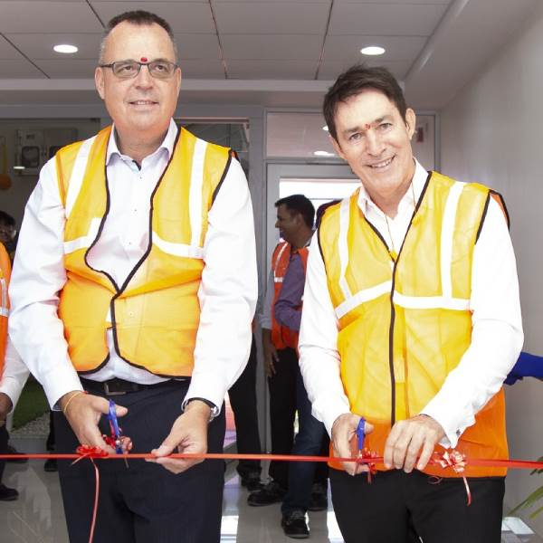 Henk Sijbring (l), vice president, packaging procurement, Unilever and Michael Zacka, president, Asia Pacific, Amcor