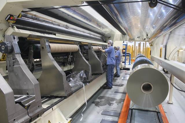 Films on jumbo cannot be used directly because of its big size (more than eight meters). Slitters cut films into sizes demand by the customers