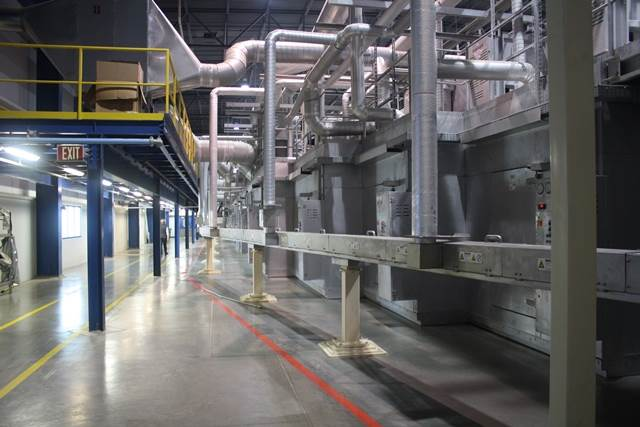More than 10-metre-long heating chamber stretch the film more than eight metres width. These heating chambers run electric heaters