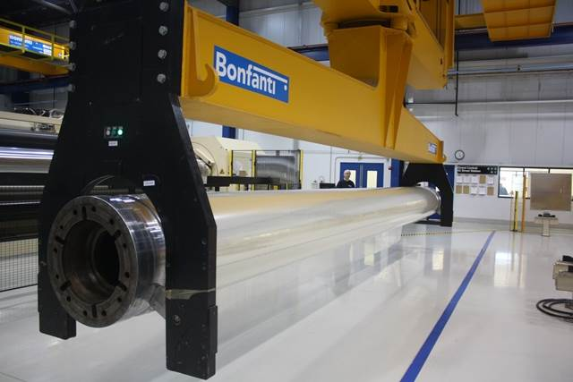 A single winder's capacity is 72,000 metres. It depends on the outer diametre of the roll. In weight, it can be a jumbo of 10,000 kg