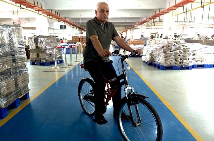 A fitness enthusiast, Jagdish Moolchandani, executive director, Archies, finds a way to mix business with pleasure by doing regular plant inspections on his cycle.