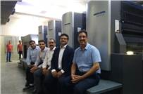 (r) Ajay Soni with his team at Rahul Print O Pack