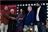 The winners of the 2018 DSC Prize, Jayant Kaikini and Tejaswini Niranjana, during the award ceremony last year