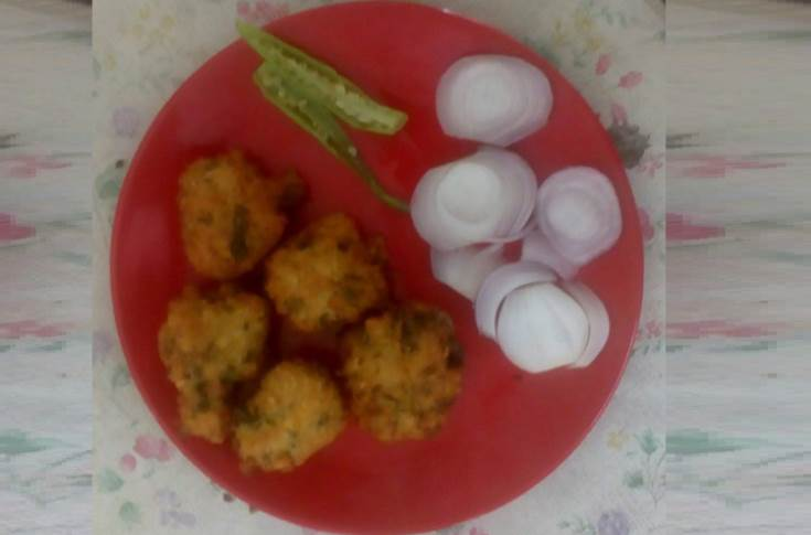 """The signature dish of Ahmedabad. We bought some daal-wada """"khiru"""" from Ambica daal-wada centre (Commerce college six roads). PrintWeek India verdict: Yummy!"""