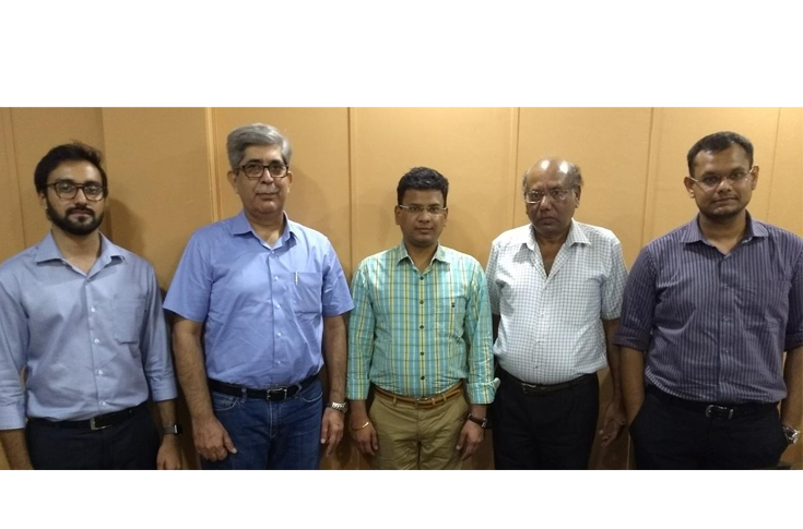 (l-r) Saurabh Bapna and Anil Bagga of Mewar Group  and Gaurav Bansal, Suresh Bansal, Vaibhav Bansal of Flexibiz