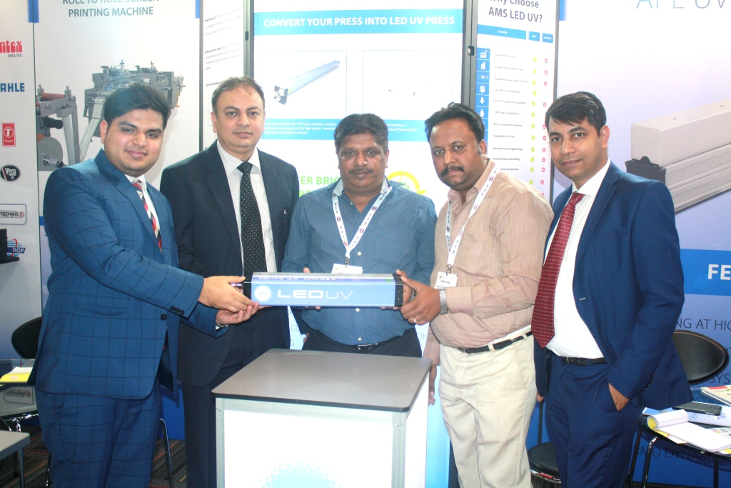 Sushil Jain of SS Paper & Box with the APL representatives